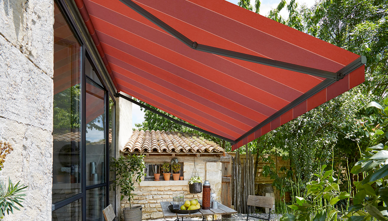 The elegance of a lateral arm-style awning without the ...